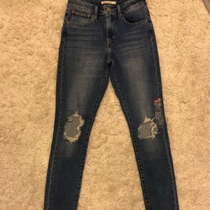 levis distressed skinny jeans size 27